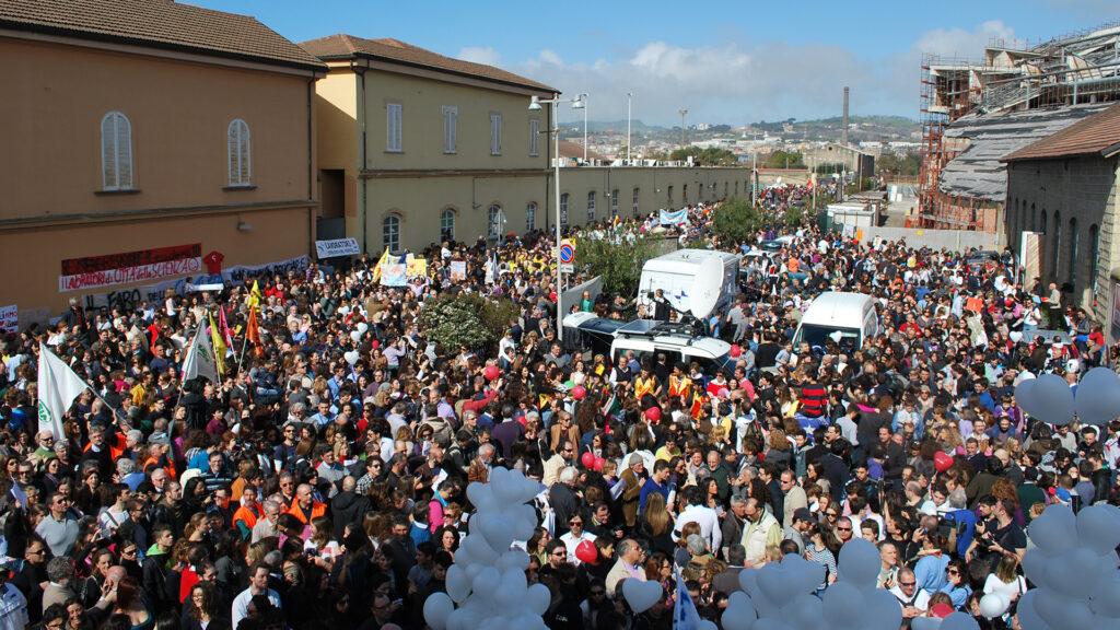 Flash mob Città della Scienza: presenti oltre 10mila persone.